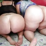 Dos culonas en la cama