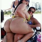 Angelina Castro en la playa