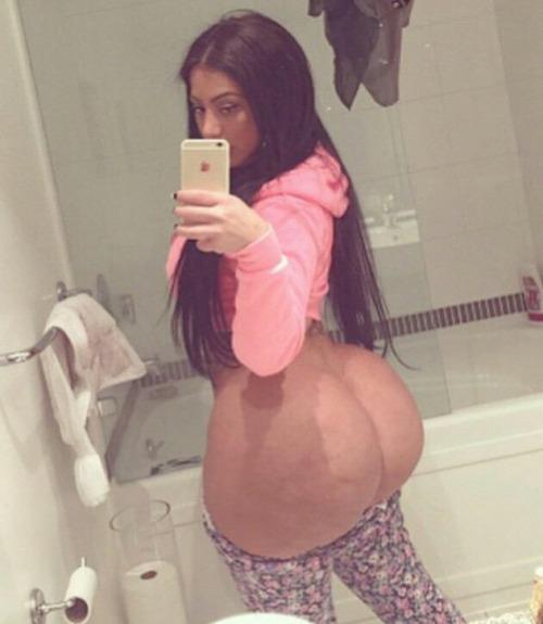 Foto de Selfie en el baño de este culo grande