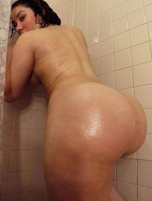 En el baño una culona rondita