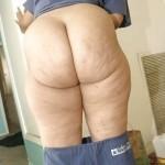 Nalgona se quita los pantalones