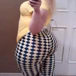 Chica rubia bien nalgona en leggins de cuadros