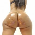 Morena culo gordo y ancho aceitado