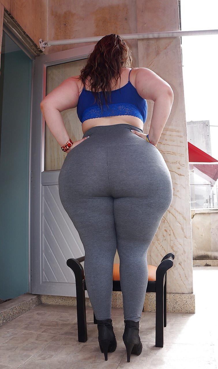 Chica de culo enorme me aplasta el pico - 2 part 9