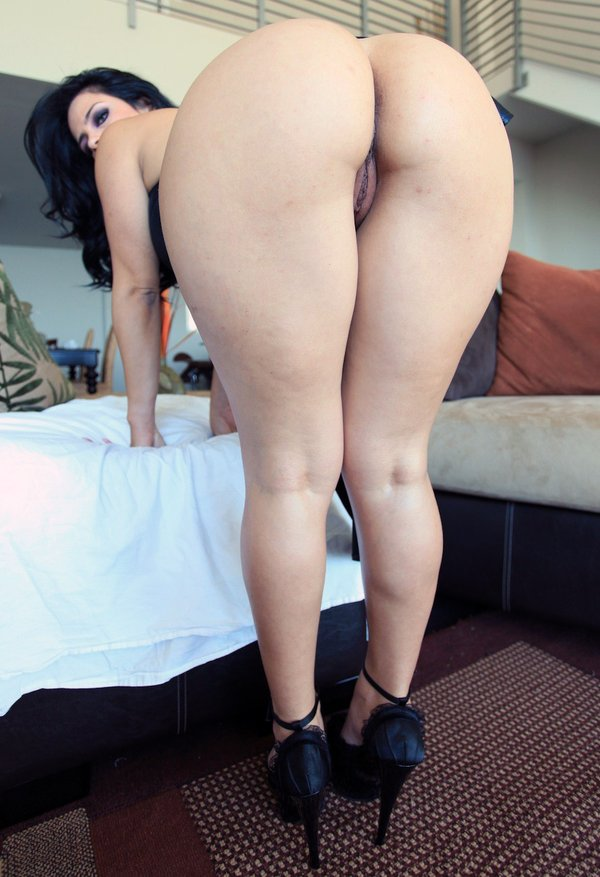 Thick milf nena vs bbc - 3 6