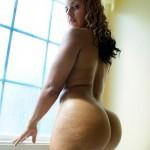 Chica traviesa desnuda