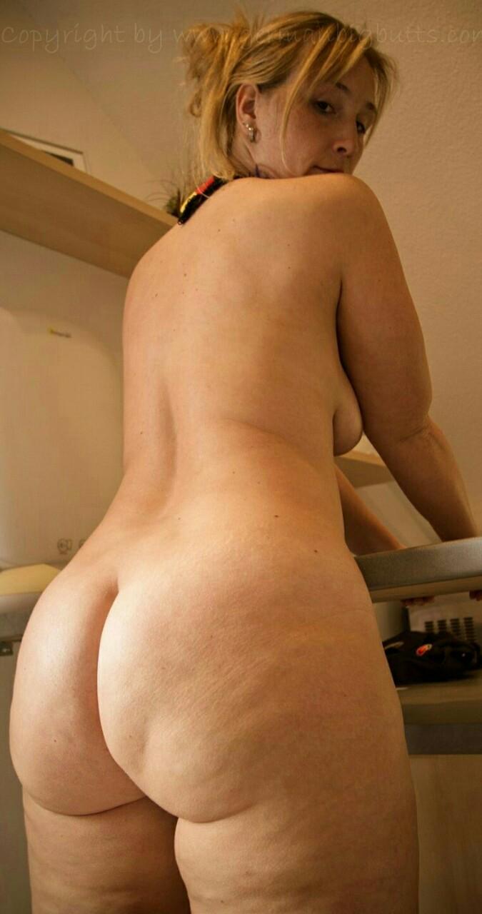 Negra voluptuosa de colombia mostrandose desnuda en el web - 3 3