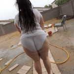 Gordita mojada jugando con la panty