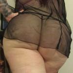Rellenita culo ancho y gordo en transparencia