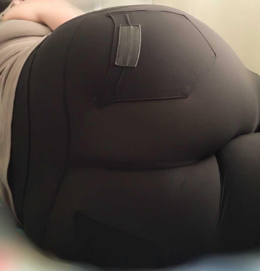 Un culo en leggins apretado
