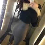 Nalgona en leggins selfie en el ascensor