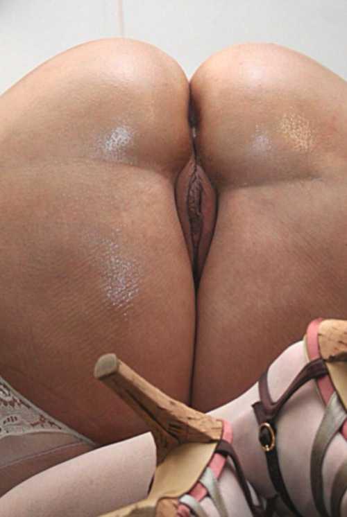 Foto de Culo bien parado mojado mostrando la concha