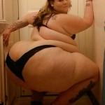 Gorda mega culona posando