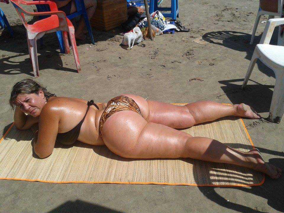 mature ass at the beach