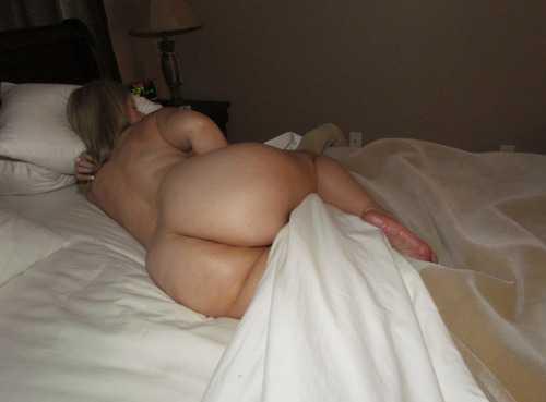 Dormida en tanga azul - 2 part 4