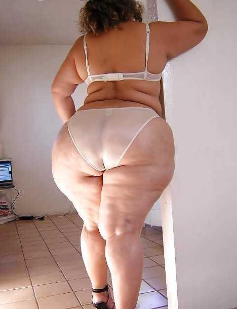 image Mega big booty de madura de blanco