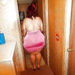 Señora caderona en mini vestido