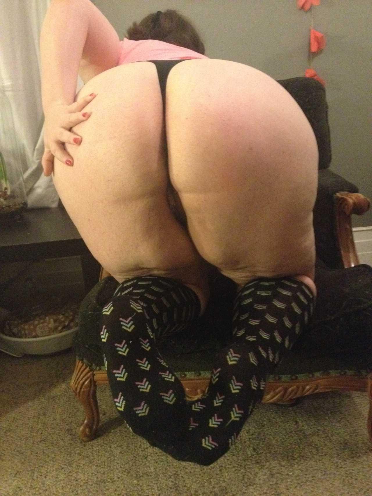 Foto de Gorda culona en tanga negra
