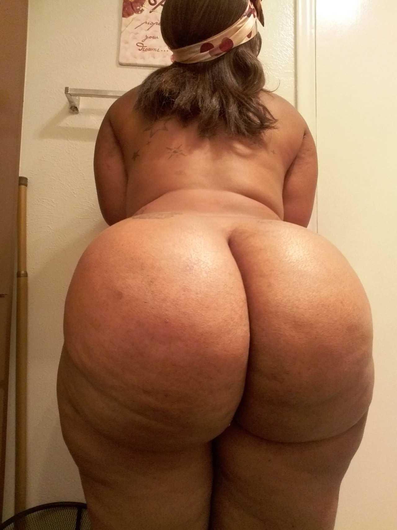 Foto de Negra gordita bien culona desnuda