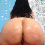 Vanessa Blake aceitada y desnuda