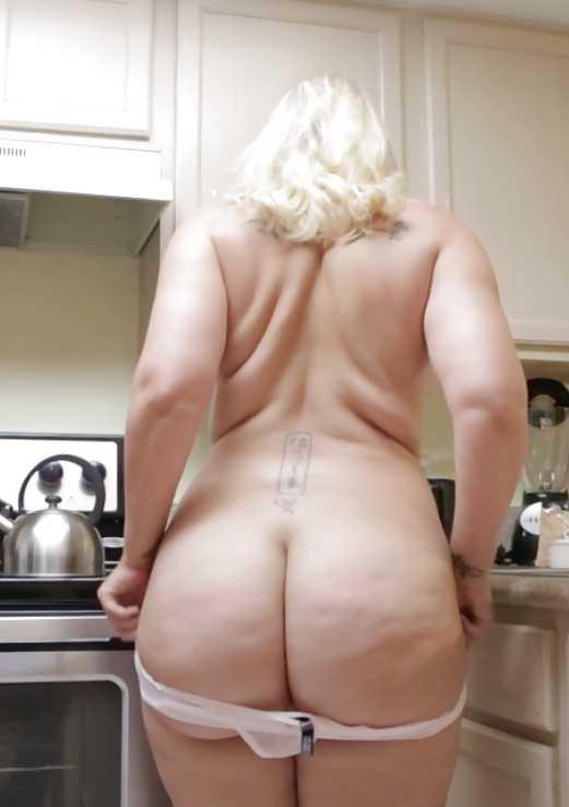 Bbw gordo culo masterbates en la cocina