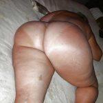Mega culona durmiendo desnuda