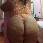 Gorda en body tanga naranja