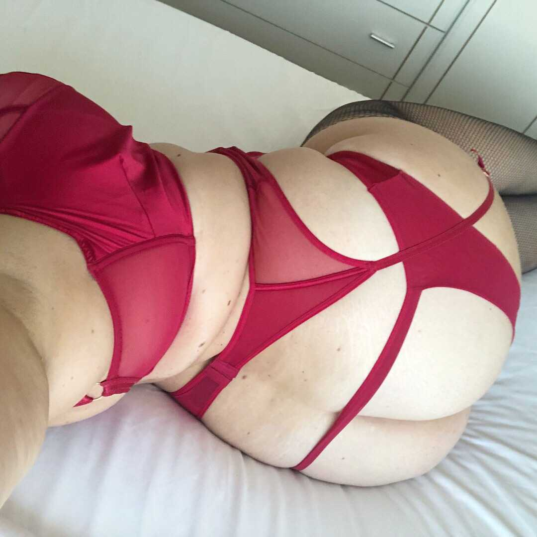 Culona gordibuena de rojo