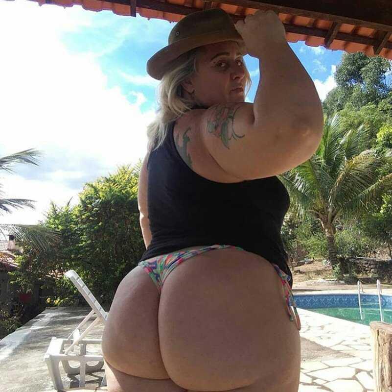 Gordita culona en bikini